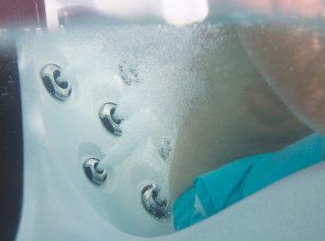 Underwater_Jets_Back-Cabana_WhiteD_Espresso-lowRes-400x267